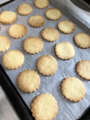 【クッキー】材料たった3つ!!高いバターは必要なしのサクサククッキー!