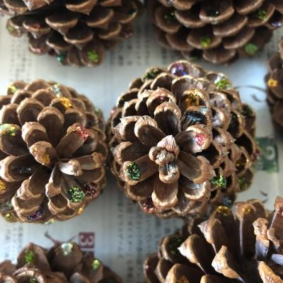 【役員のお仕事】クリスマス会の準備②〜まつぼっくりツリー兼席札作り