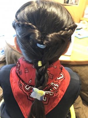 【お遊戯会ヘア】三つ編み2つでゴージャスに見えるヘアアレンジ!