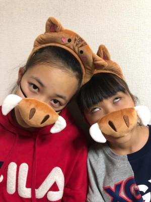 【2019】新年のあいさつ、年賀状の写真に活躍のアイテムが可愛いすぎ!