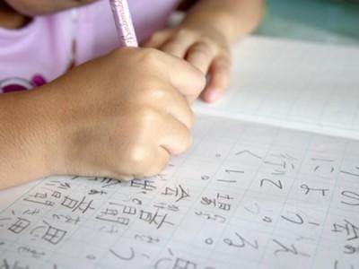 習った漢字をすぐに忘れ、読むことができない小2の息子、どうしたらいいの?