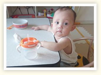 """10カ月の時""""卵アレルギー""""と診断され、食事は兄弟でテーブルを分け、兄弟が近づくだけでも怒っていました。"""