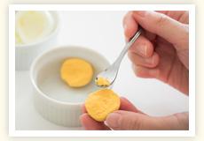 1歳11カ月頃から、卵トレーニング開始。白身が特にNGなため、ゆで卵の白身に触れていない黄身の部分を耳かき1さじからスタート