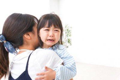 親も泣きたい…8割以上が登園しぶりを経験。そのときの対応は?