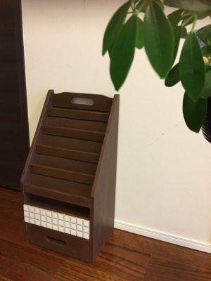 【インテリア・DIY】本物のタイルシートと塗装でレトロな家具へ