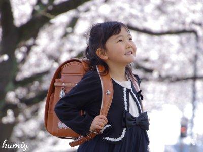 マイカメラを持ってでかけよう!桜の下でお友達とランドセル撮影!