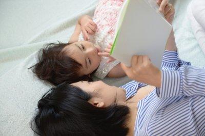 「絵本の読み聞かせが正直しんどい」そんなママパパに伝えたいこと