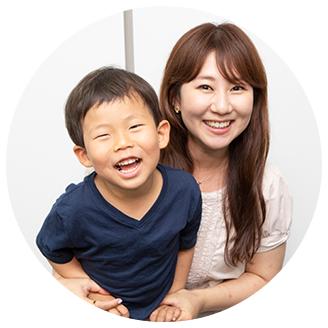 写真:李はんなさん(32歳)・賢彬くん(5歳)親子
