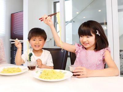 子どもが喜ぶ夏のお手軽メニューの新定番はざるラーメン!