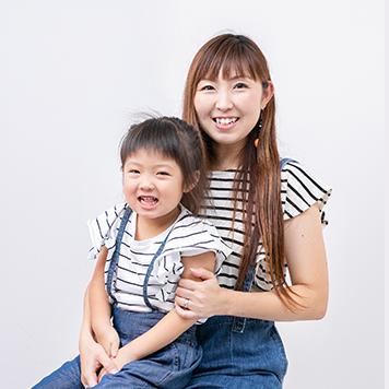 吉村一美さん(37歳)、虹心ちゃん(4歳)