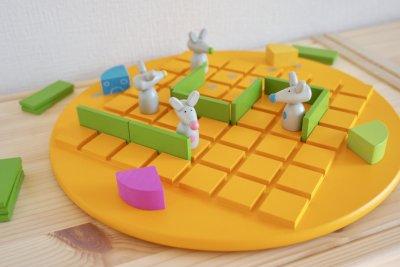 遊びながら【プログラミング的思考】を育てる木製玩具「コリドールキッズ」