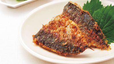 【RIZAP公式レシピ】パン粉の代わりにかつお節で糖質オフ「アジのおかか焼き」