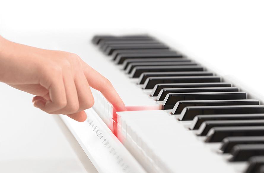 [写真]鍵盤が光るタイミングで鍵盤を押すと正しいメロディーが流れる!