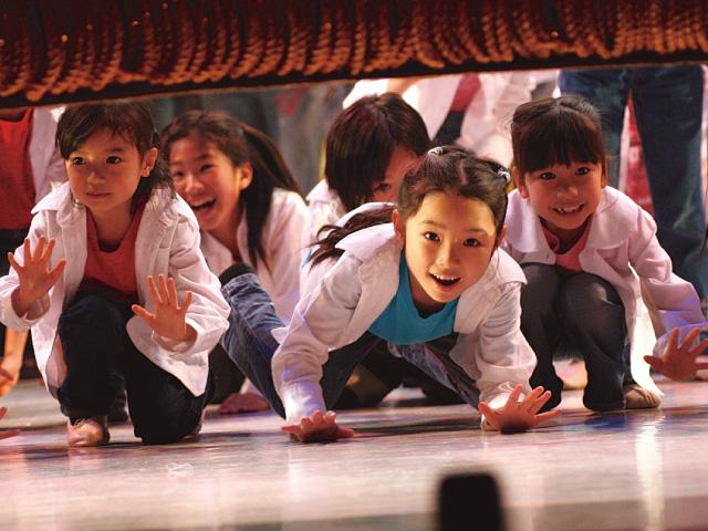 舞台活動を通じて表現力を身につけて