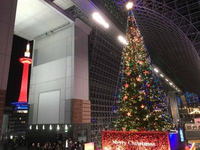 京都駅で開催中・大きなクリスマスツリーとイルミネーション